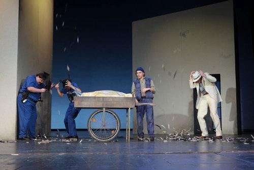 2009 // Bühnenbild und Kostüme für Die rote Zora / Held / Regie: Thomas Hollaender / Theater Oberhausen