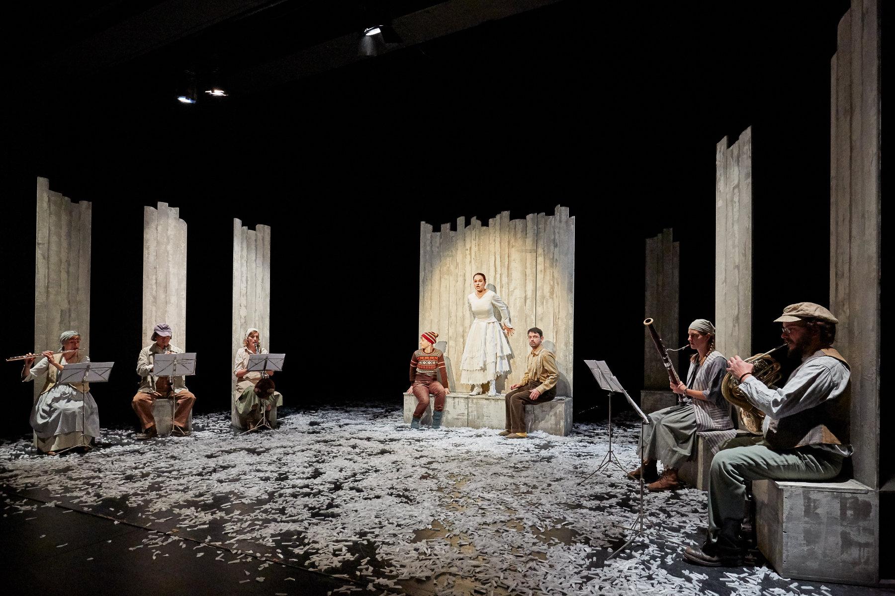2017 // Bühnenbild und Kostüme für Peter und der Wolf / Reyhani / Regie: Thomas Hollaender / Schauburg München