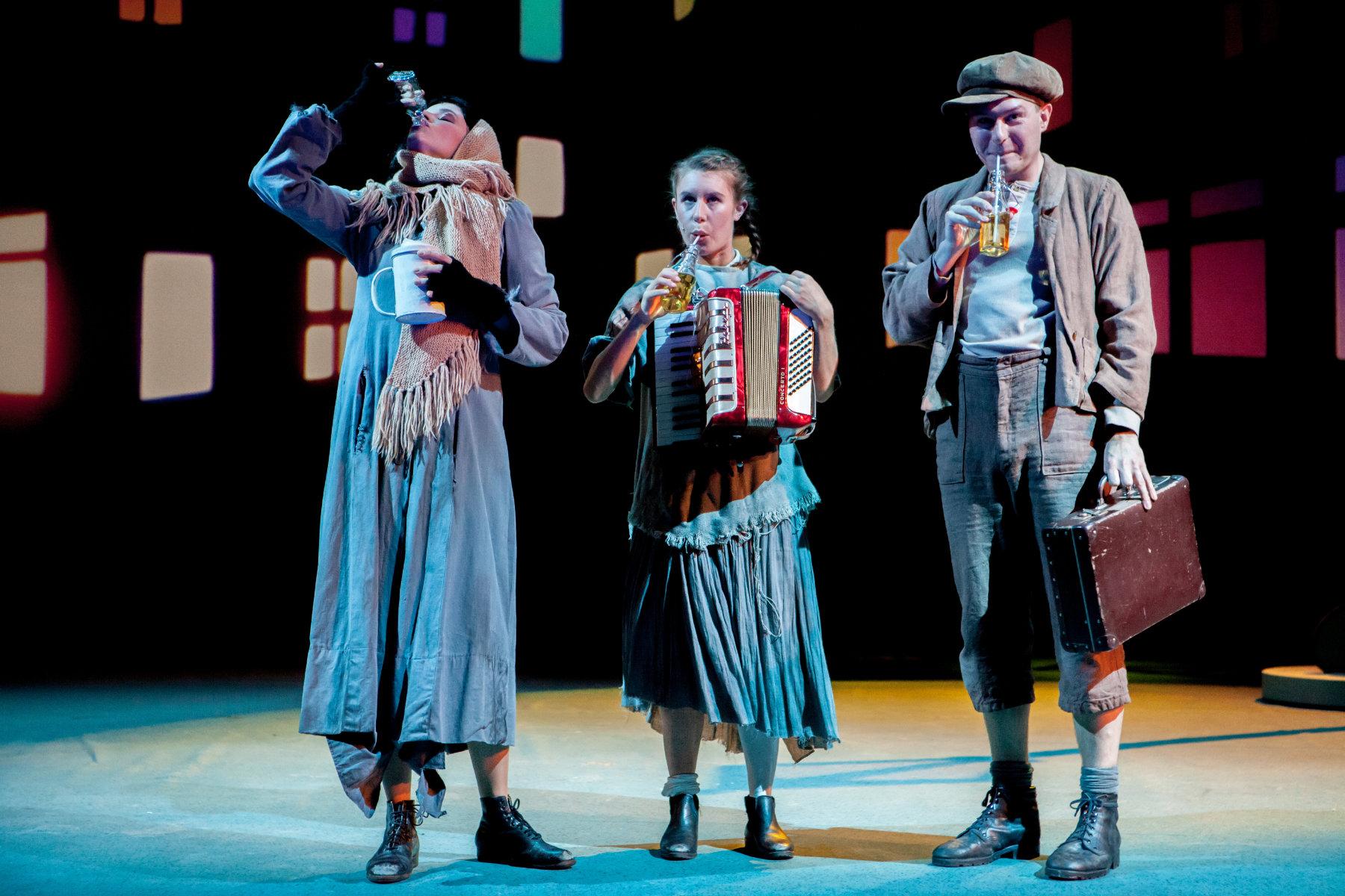 2015 // Bühnenbild und Kostüme für Pünktchen und Anton / Kästner / Regie: Thomas Hollaender / Theater Münster