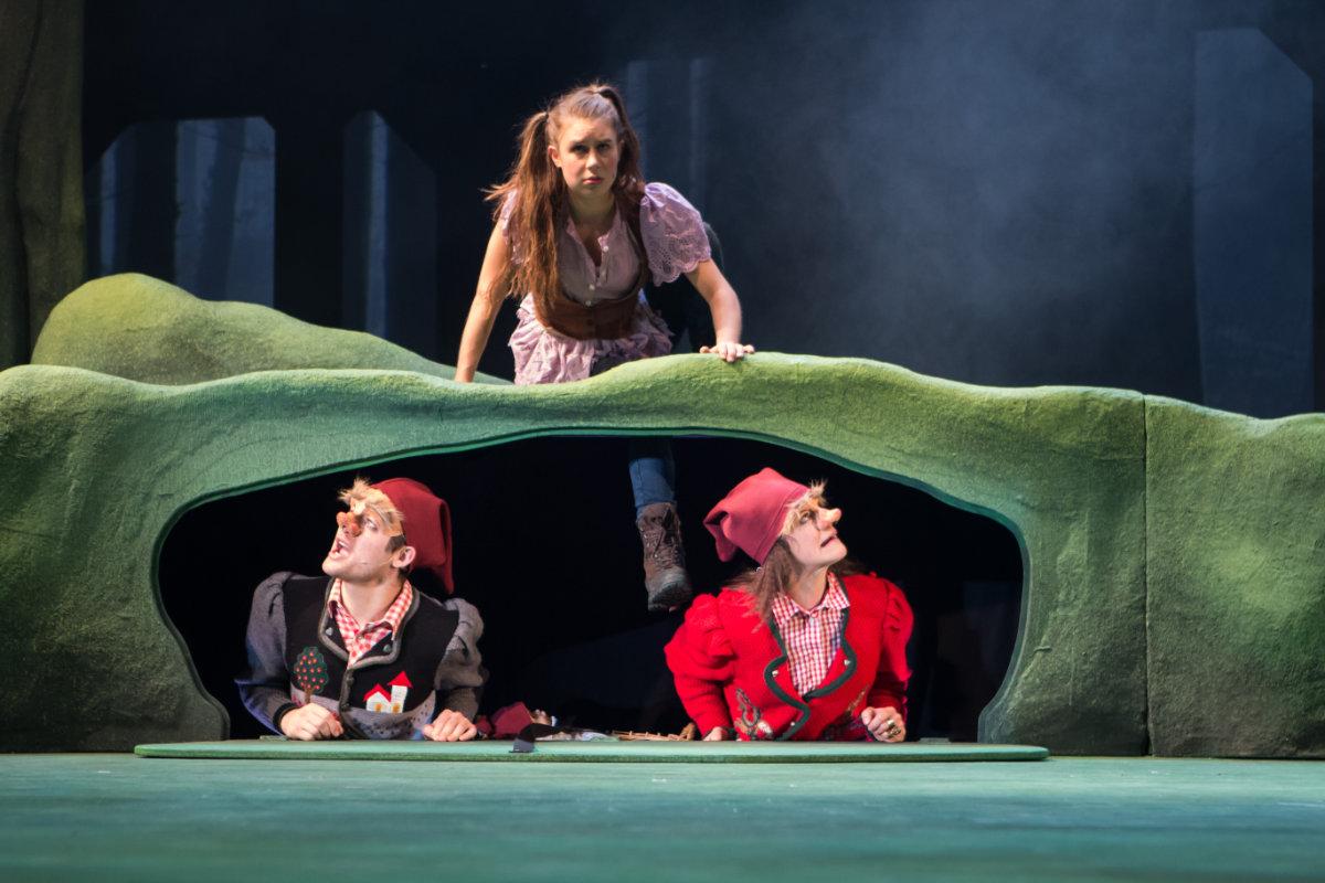 2016 // Bühnenbild und Kostüme für Ronja Räubertochter / Lindgren / Regie: Thomas Hollaender / Theater Münster