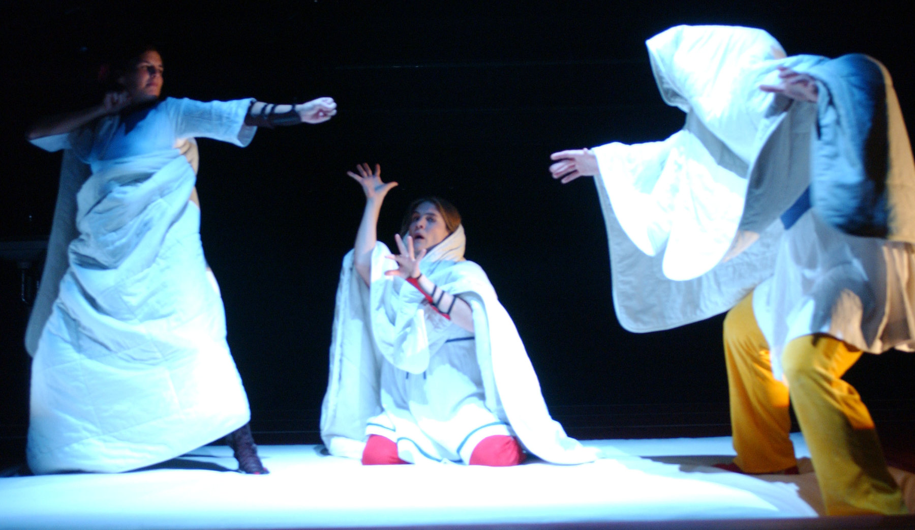 2004 // Bühnenbild und Kostüme für Amazonen / Debefve / Regie: Andrea Gronemeyer / Schnawwl-Nationaltheater Mannheim