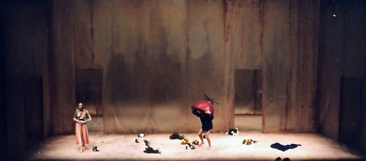 1999 // Bühnenbild und Kostüme für Miss Sara Sampson / Lessing / Regie: Marlon Metzen / Nationaltheater Mannheim