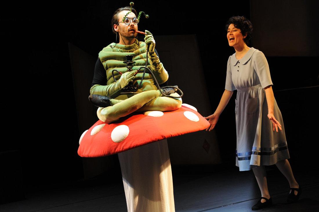 2016 // Bühnenbild und Kostüme für Wunderland / Anno Schreier / Regie: Thomas Hollaender / Theater Bonn